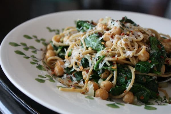 Whole Wheat Spaghetti with Sauteed Chickpeas and Spinach | Aggie's Kitchen