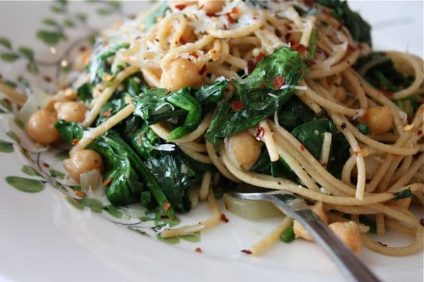 Whole Wheat Spaghetti with Chickpeas and Spinach | Aggie's Kitchen