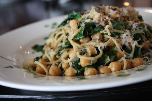 Spaghetti with Chickpeas Spinach - recipe - 3