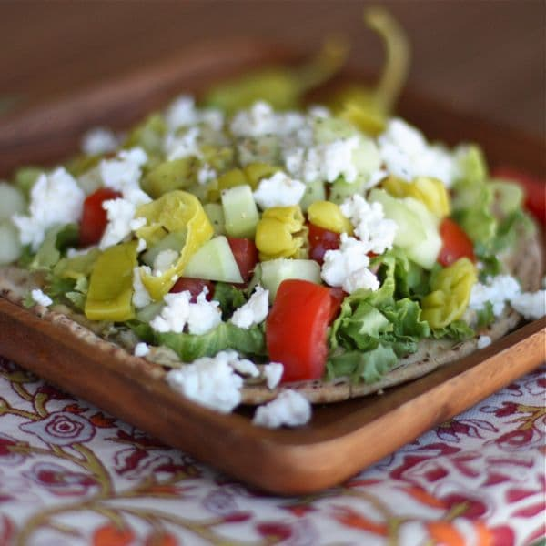 Greek Salad & Hummus Pita Pizza - I can eat this every day!! So FRESH & LIGHT! Recipe via aggieskitchen.com