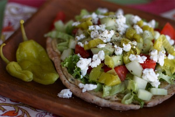 Greek Salad & Hummus Pita Pizza - I can eat this every day!! So FRESH & LIGHT! Recipe via aggieskitchen.com