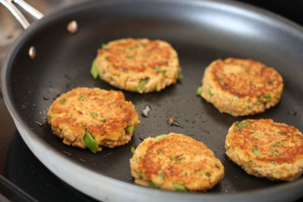 Old bay salmon cakes aggie 39 s kitchen for Canned fish recipes