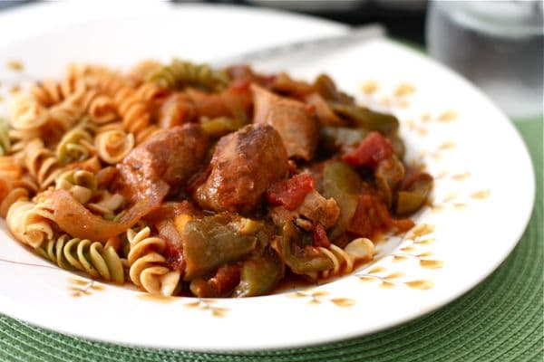 http://aggieskitchen.com/2012/11/15/slow-cooker-chicken-sausage-and-peppers/