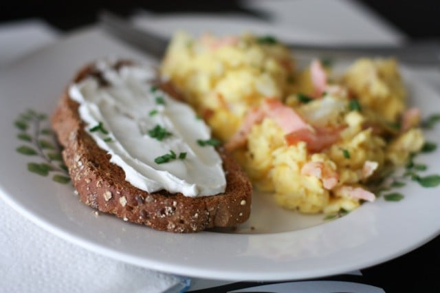 Smoked Salmon Scrambled Eggs - Get your breakfast or weekend brunch off on a healthy and delicious note by adding freshly smoked salmon to your scrambled eggs!