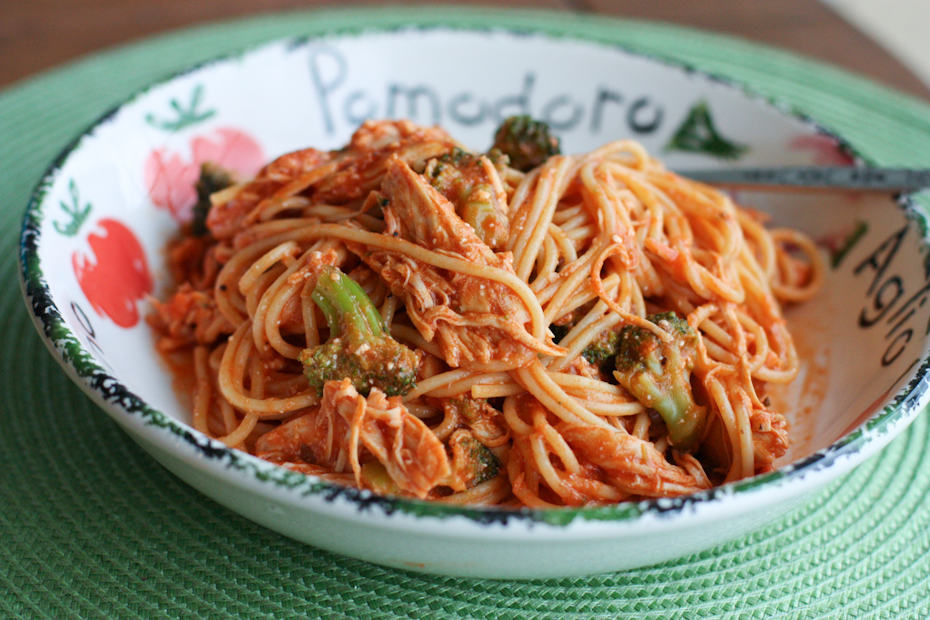 My kids and husband gave this Creamy Crock Pot Chicken Spaghetti one ...