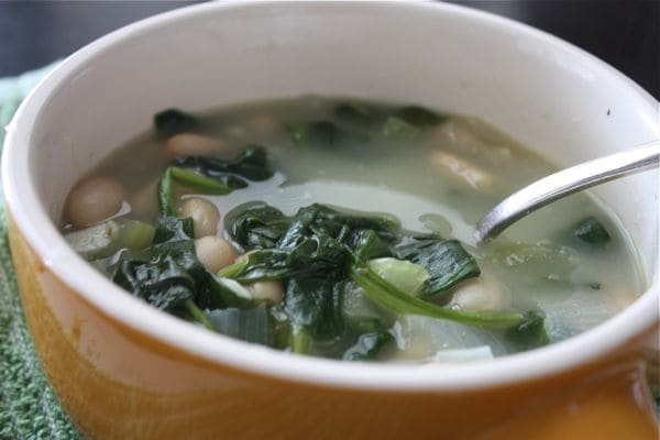 Healthy Spinach and White Bean Soup | AggiesKitchen.com