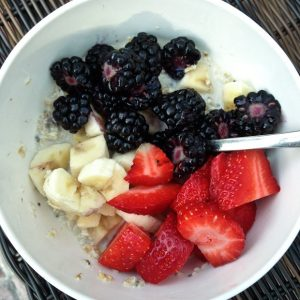 Healthy Breakfast Idea: Refrigerator Oats with Berries and Bananas