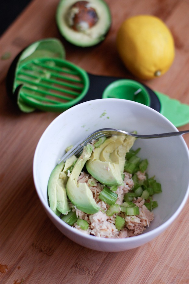 Perfect for a quick and light lunch or dinner, this protein packed Avocado Tuna Spinach Salad will get you back into warm weather clothes comfortably in no time.