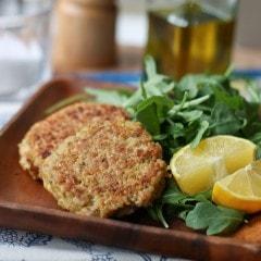 20 Minute Healthy Meal: Salmon-Quinoa Cakes | AggiesKitchen.com