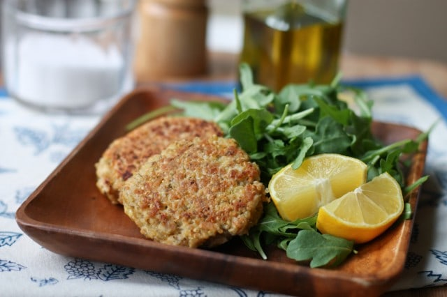 20 Minute Healthy Meal: Salmon-Quinoa Cakes - quick and easy to make and packed with health benefits of salmon and quinoa.