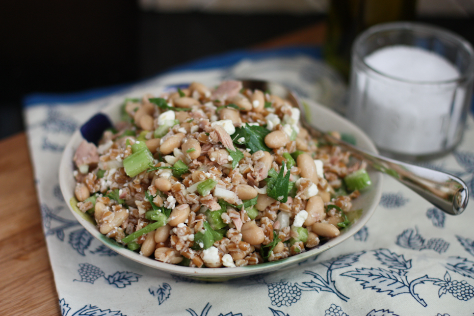 Whole grain salads like this Italian Tuna and White Bean Farro Salad are hearty, healthy and delicious - makes a great light lunch or dinner!