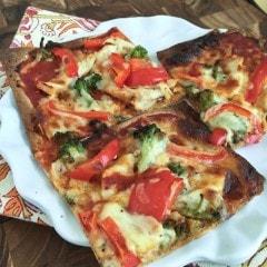 Chicken, Broccoli and Red Pepper Flatbread Pizza || Aggie's Kitchen