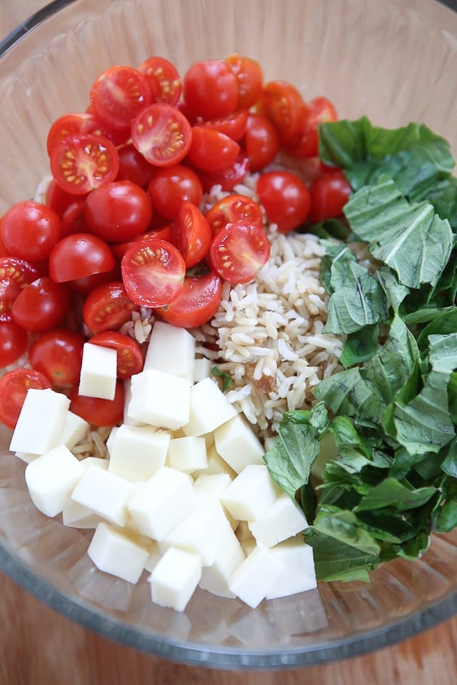 This Caprese Rice Salad recipe is bursting with fresh flavors! Great side dish for grilled meats or double the recipe to take to a barbecue or picnic.