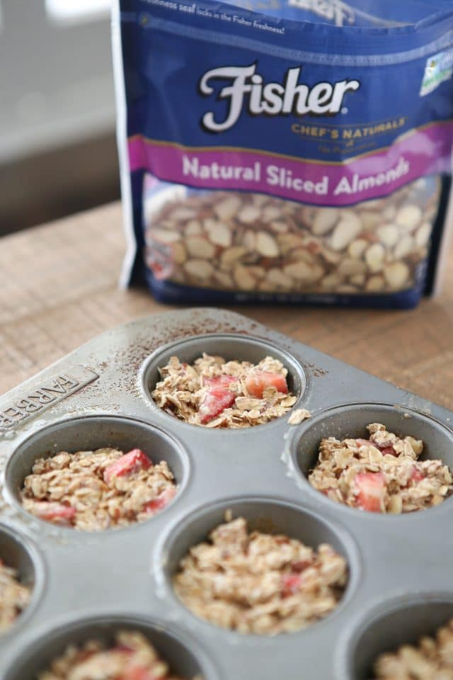 Strawberry Almond Oatmeal Bites make great on-the-go breakfasts or snacks, especially for your little ones! Recipe via aggieskitchen.com #ThinkFisher