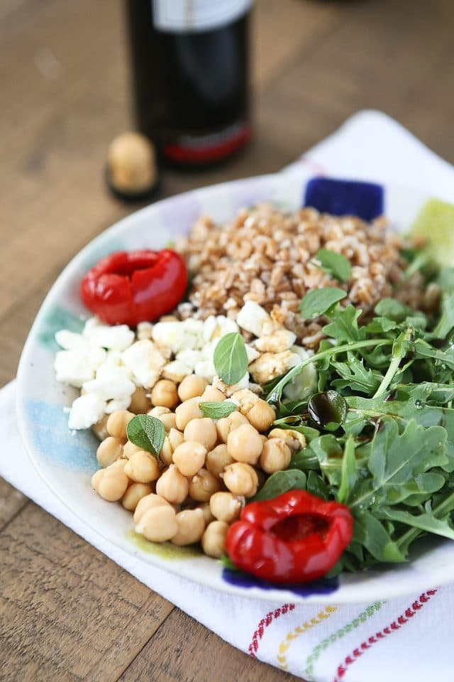 Mediterranean Farro Salad with Chickpeas and Arugula - one of my favorite healthy whole grain recipes!