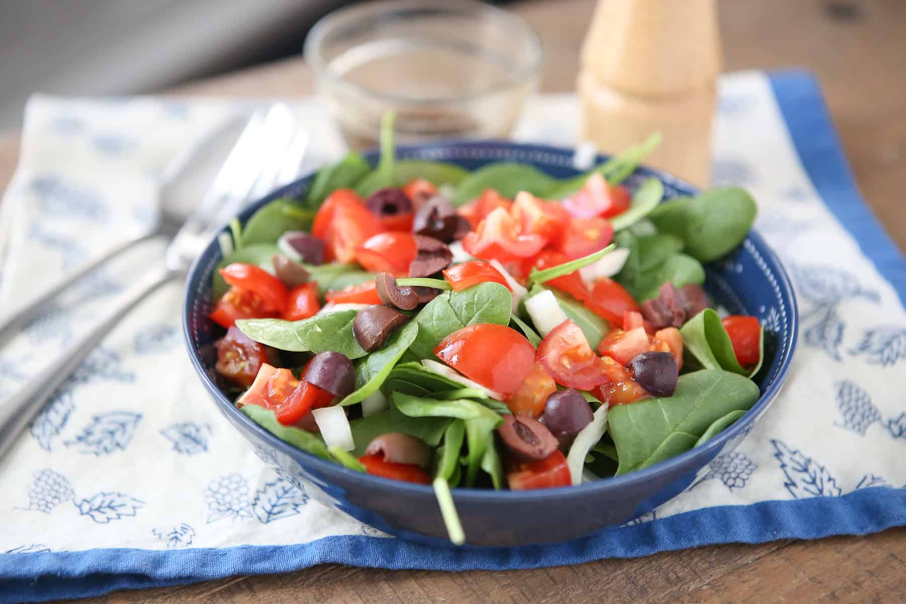 Summer Spinach Salad With Tomato Aggie S Kitchen