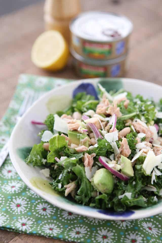 Packed with protein and nutrients your body will thank you for, this Lemony Tuna and White Bean Kale Salad with Avocado is one of my favorite salads. #tuna #kale #salad #avocado