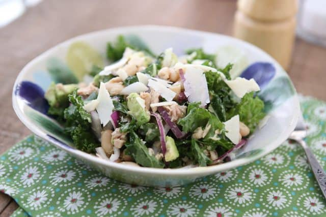 Packed with protein and nutrients your body will thank you for, this Lemony Tuna and White Bean Kale Salad with Avocado is one of my favorite salads. #tuna #kale #salad #avocado #LowCarb